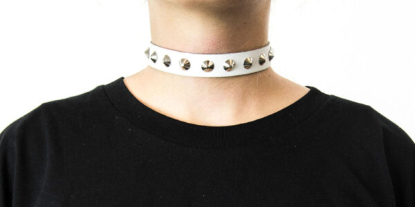 UNDERGROUND NECKBAND – WHITE LEATHER – 1 ROW NICKEL CONE SPIKE & CONICAL STUDS ACCESSORIES FOR MEN AND WOMEN