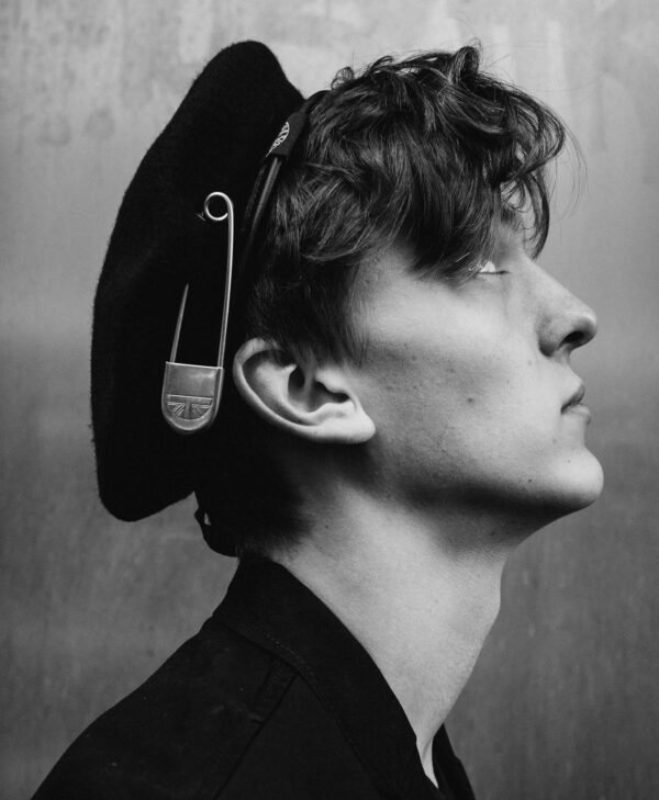 UNDERGROUND WINDSOR WOOL BERET WITH BIG SILVER SAFETY PIN – BLACK FOR MEN AND WOMEN