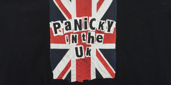 panicky in the uk t-shirt black