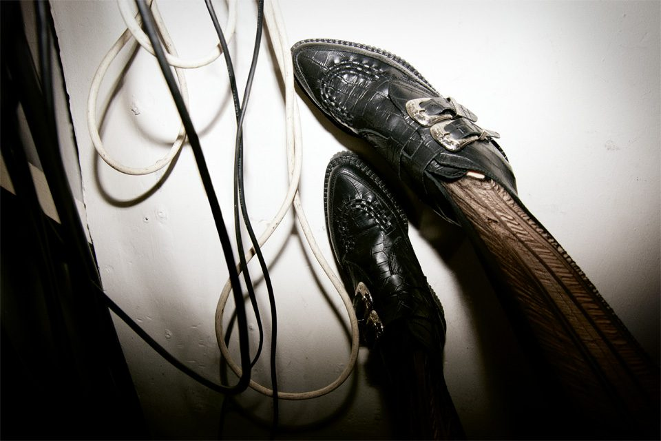 6. Underground Pointed Toe Leather Shoes